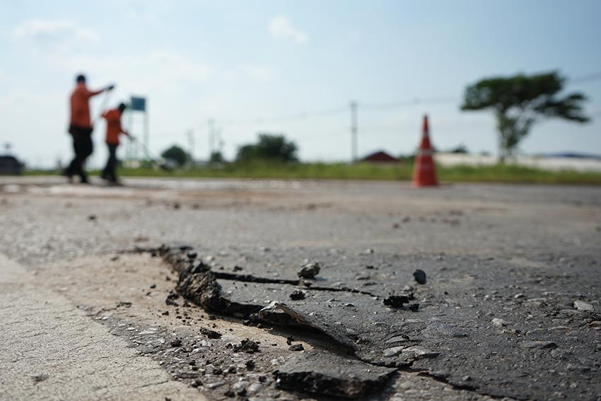 Reparere en ødelagt vei For å la folk reise trygt