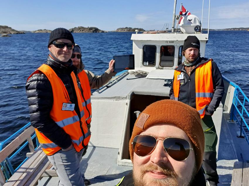 4 fra Geomatikk IKT på båten over til en øy for å foreta besiktigelse