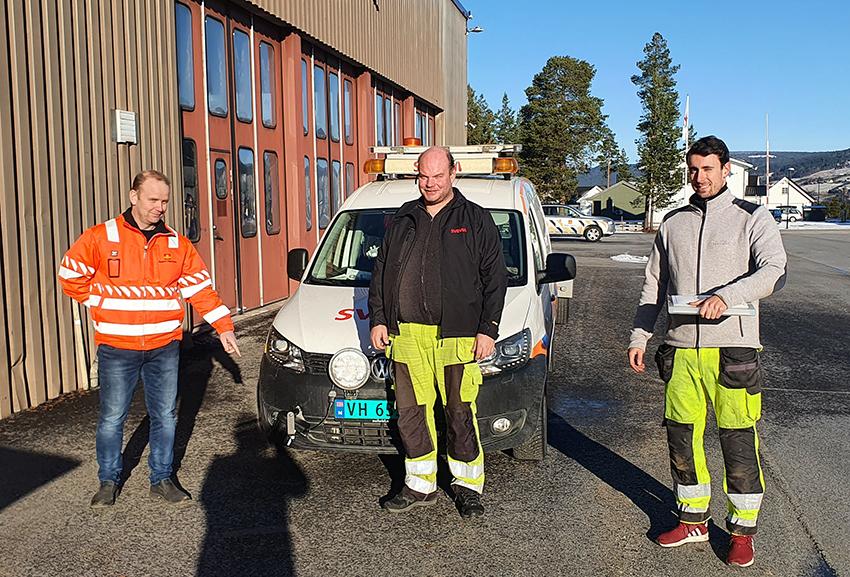 Montering av vegsensorer for SVV_tre menn foran en vegmesterbil med MD30-sensor montrert