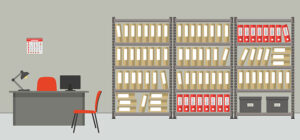 Rom med kontorpult og arkivhyller