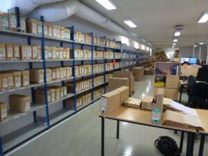 Produksjonslokale med arkivhyller
